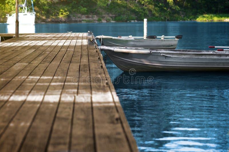 aluminiowy łodzi doku połowu drewno zdjęcia stock