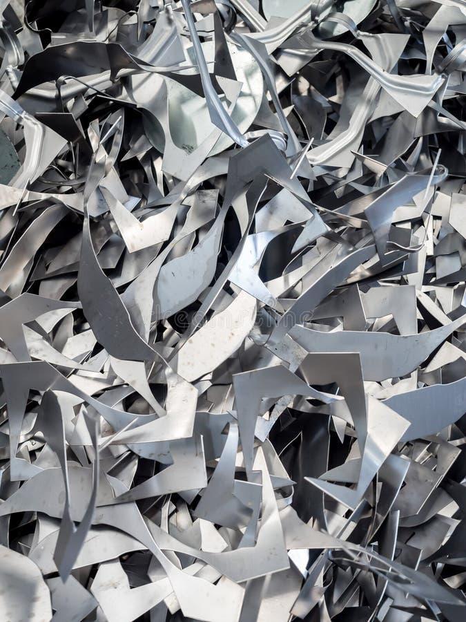 Aluminium en metaalschrootstapel in kringloopfabriek royalty-vrije stock afbeelding