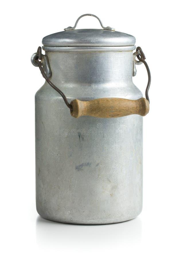 Aluminium mjölkar kan royaltyfri foto