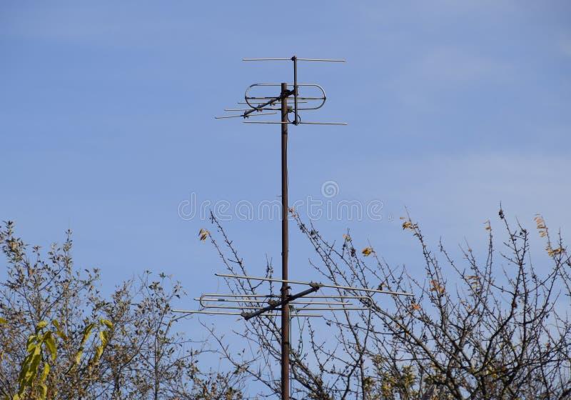 Aluminiumantennen für das Empfangen eines Fernsehsignals im Meter und im Dezimeter erstrecken sich lizenzfreies stockbild