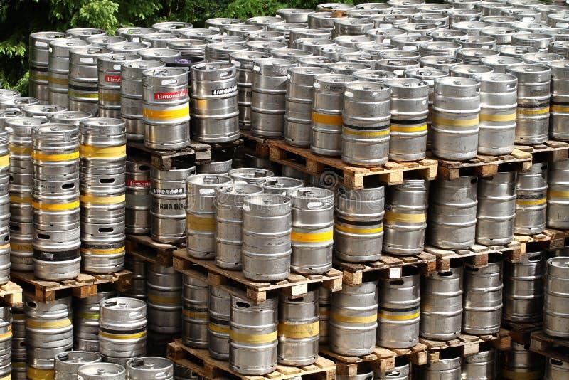 Aluminiumfässer stockfotografie