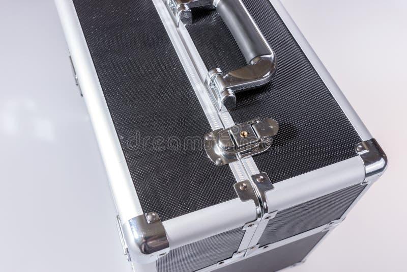 Aluminiummetallkastenkasten lokalisiert auf Weiß stockbilder