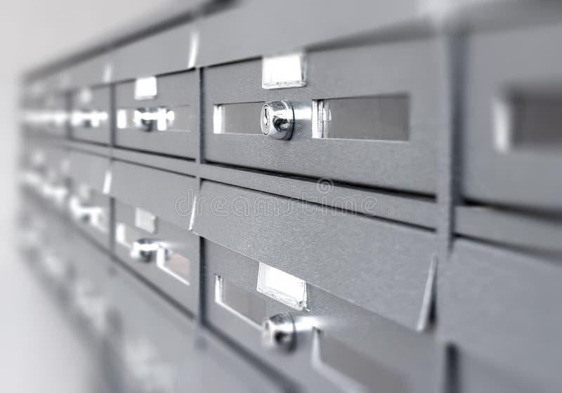 Aluminiumpostaskar arkivbilder