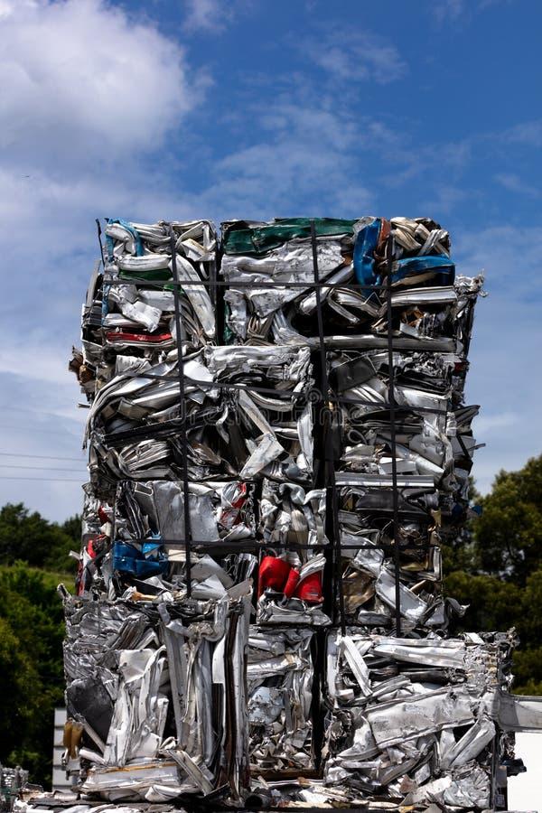 Aluminiumschroot in kubussen stock fotografie
