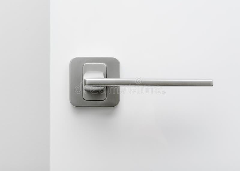 Aluminum handtag på dörren royaltyfri bild