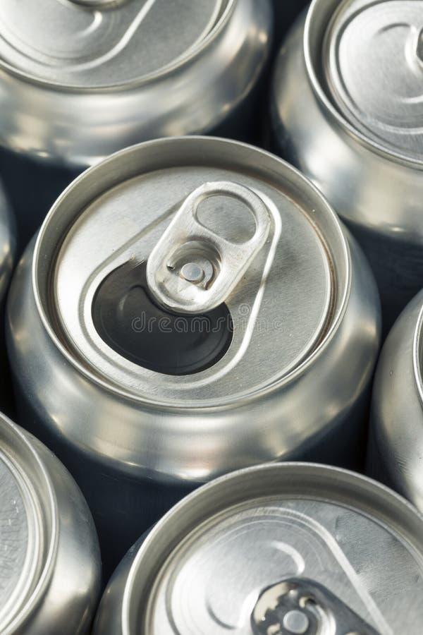 Aluminum sodavattencans för skinande silver arkivfoton