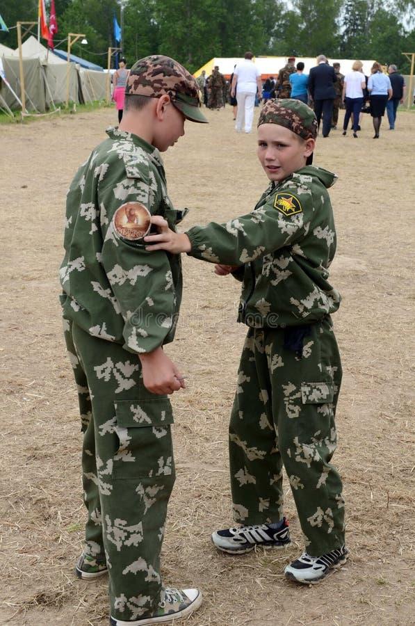 """Alumnos del campo militar-patriótico ½ иÐ? DE Ð?Ð DEL ² раР¿Ð  Ð¸Ñ ÑŒ 'Ð¶Ð¸Ñ ¾"""" РД DE ПрÐ?Ð'Ð foto de archivo"""