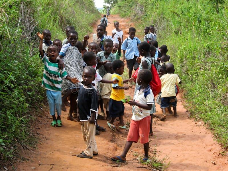 Alumnos ghaneses no identificados el 14 de noviembre de 2011 en Asiafo Amanfro, Ghana imagenes de archivo