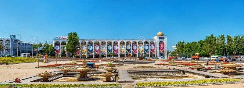 Alun-För den centrala fyrkanten av Bishkek - Kirgizistan royaltyfri foto