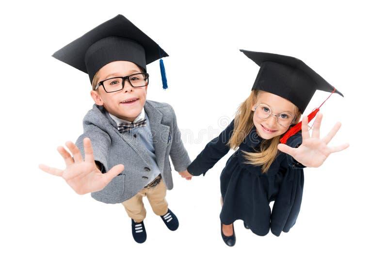 Alunos em chapéus da graduação fotos de stock royalty free