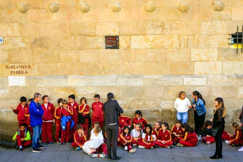 Alunos na excursão em Salamanca, Espanha imagens de stock royalty free
