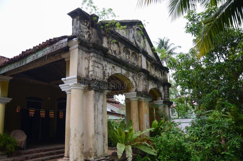 Aluthgama, Sri Lanka - 4 mai 2018 : Vue extérieure de la vieille maison avec des colonnes de 1898 ans de construction dans Sri La photographie stock