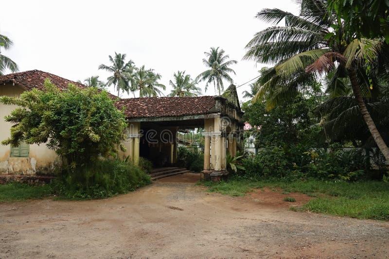 Aluthgama, Sri Lanka - 4 mai 2018 : Vue extérieure de la vieille maison avec des colonnes de 1898 ans de construction dans Sri La image stock