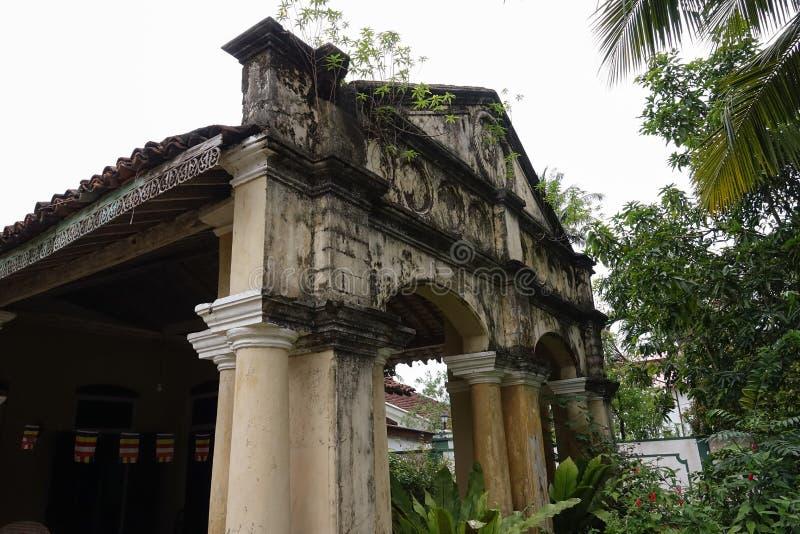 Aluthgama, Sri Lanka - 4 mai 2018 : Vue extérieure de la vieille maison avec des colonnes de 1898 ans de construction dans Sri La photo libre de droits