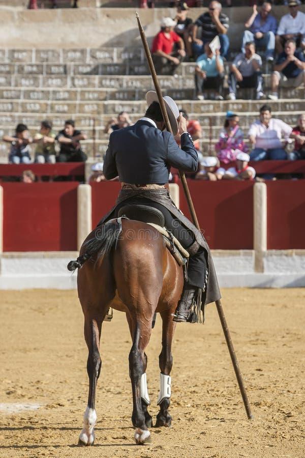 Alvaro Montes tjurfäktare på spansk häxagarrocha för hästrygg ( arkivfoton