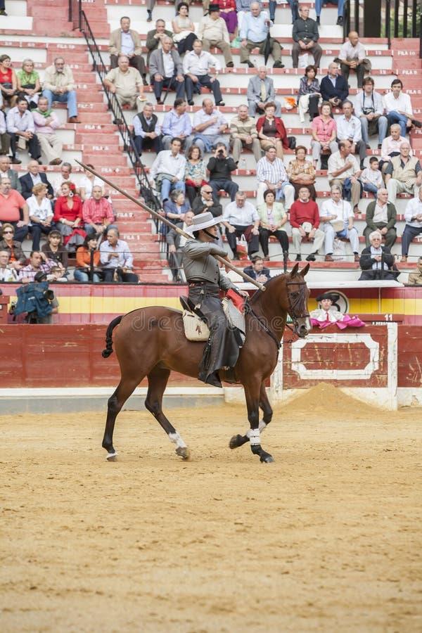 Alvaro Montes tjurfäktare på spansk häxagarrocha för hästrygg ( royaltyfri fotografi