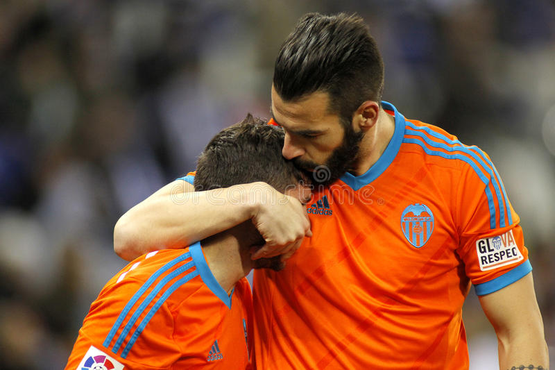 Alvaro Negredo omhelst Pablo Piatti van Valencia CF royalty-vrije stock fotografie