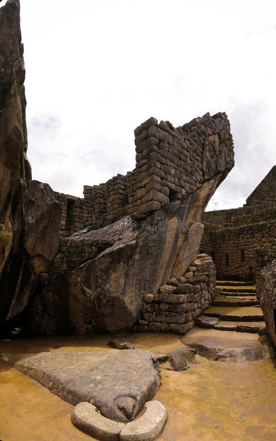 Alvenaria poligonal do close-up no local arqueológico de Machu Picchu, Cuzco, Peru imagens de stock