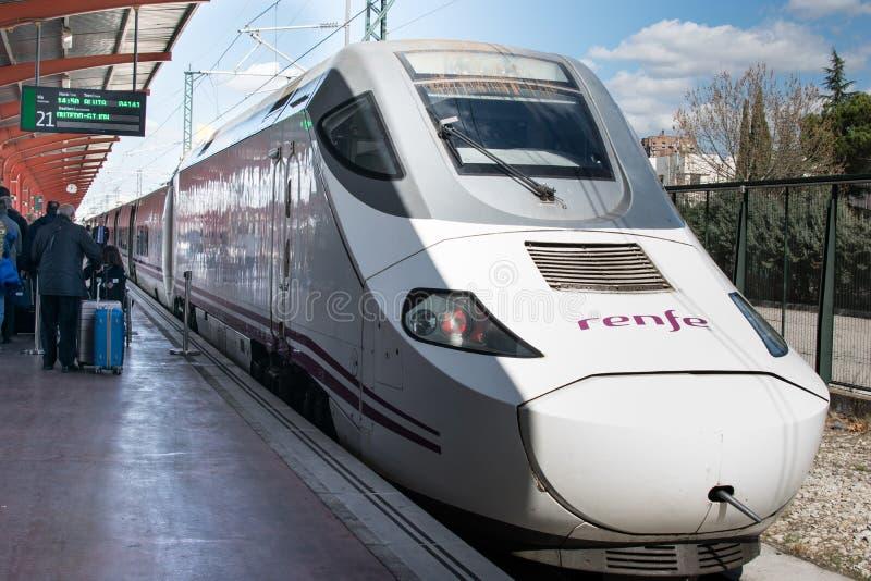 07 03 2019 alvia поезда Мадрида испанских от Мадрида к Астурии в станции Chamartin стоковые фото