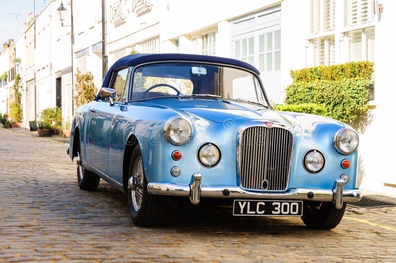 Alvis azul converible em Londres imagens de stock