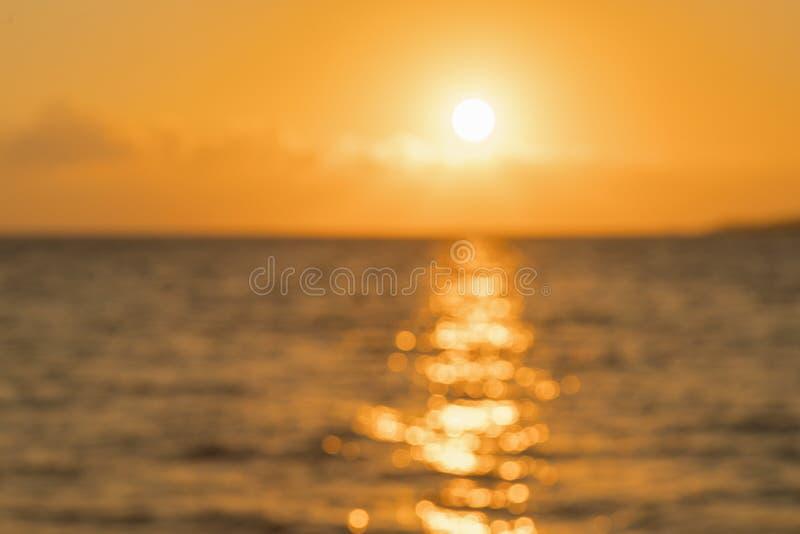 Alvorecer colorido sobre o mar, por do sol Por do sol m?gico bonito sobre o mar Por do sol bonito sobre o oceano Por do sol sobre foto de stock
