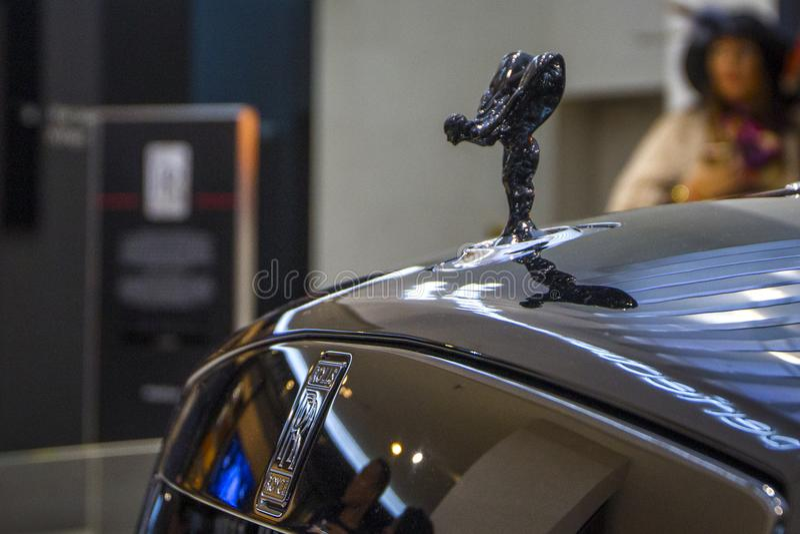 Alvorecer convertível de Rolls royce do carro luxuoso preto na EQUIMOSE de BMW do centro de exposição, Munich, Alemanha imagem de stock
