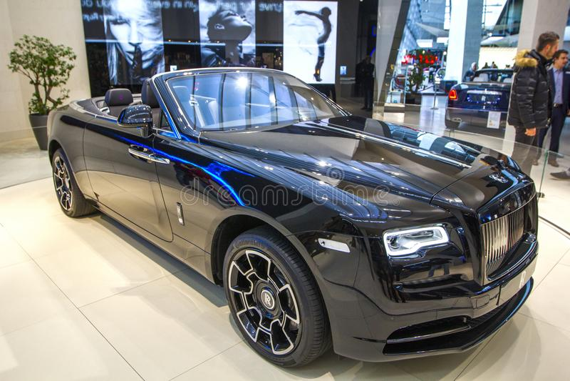 Alvorecer convertível de Rolls royce do carro luxuoso preto na EQUIMOSE de BMW do centro de exposição, Munich, Alemanha imagens de stock royalty free