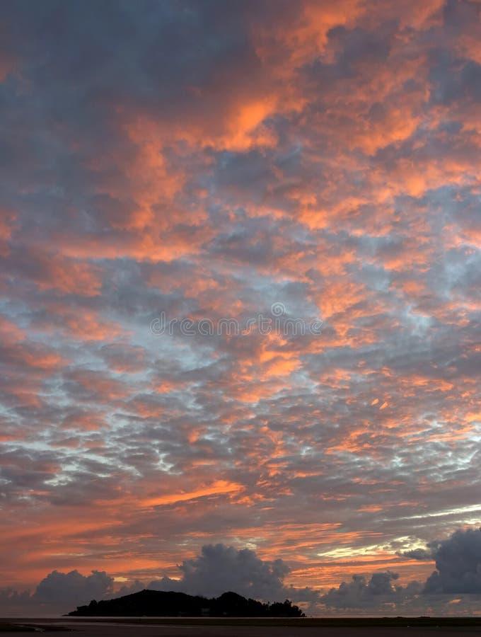 Download Alvorecer de Seychelles imagem de stock. Imagem de cor, céus - 51071