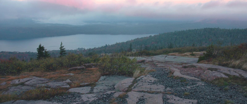 Alvorecer do lago eagle, Acadia foto de stock