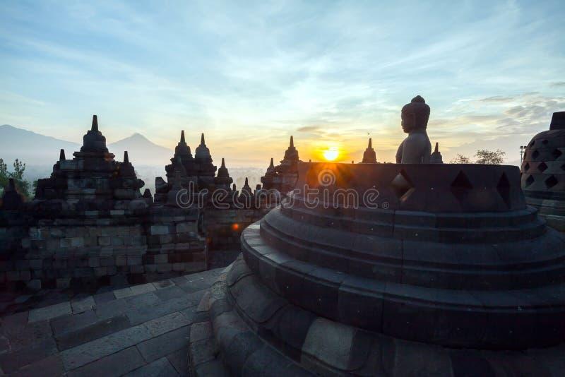 Alvorecer do templo de Borobudur foto de stock