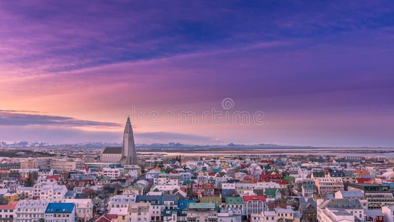Alvorecer em Reykjavik, Islândia foto de stock royalty free