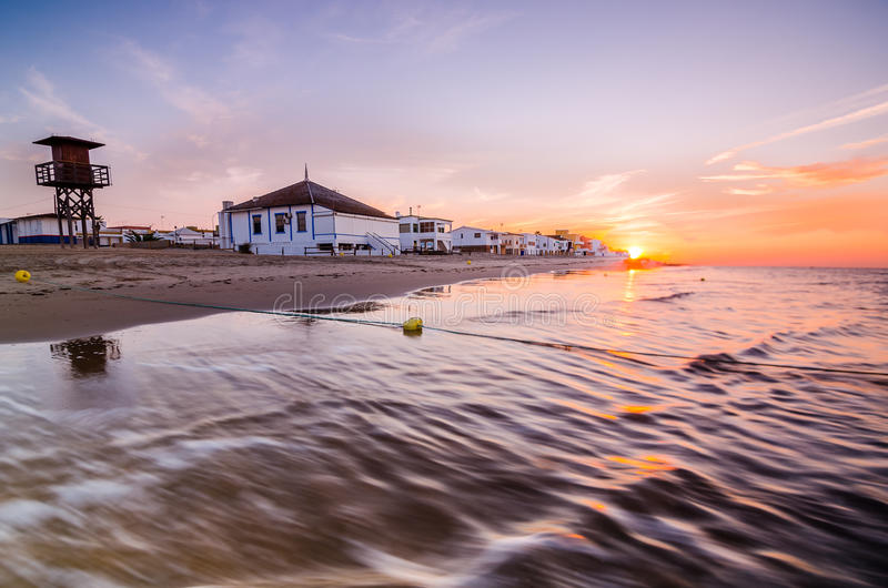 Alvorecer na praia fotos de stock royalty free