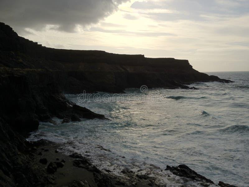 Alvorecer na praia de Fuerteventura imagem de stock royalty free