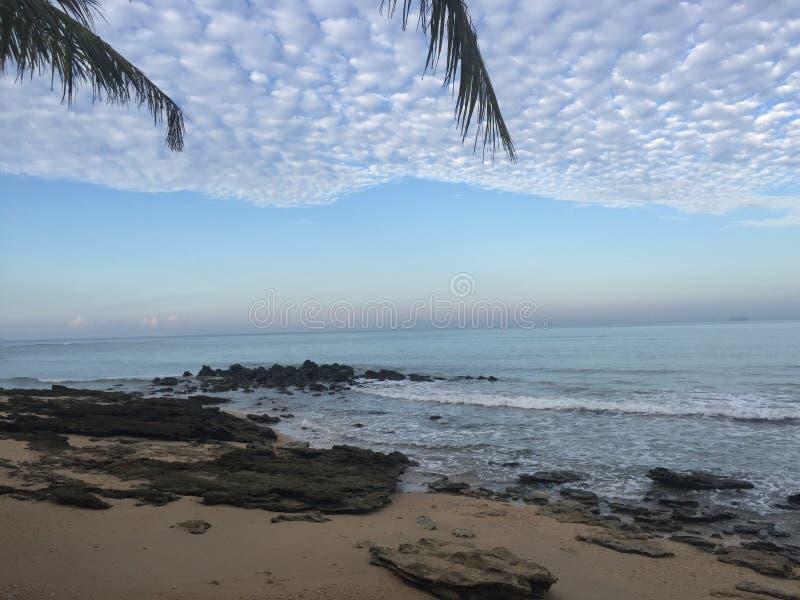 Alvorecer na praia de Koh Lanta fotos de stock royalty free