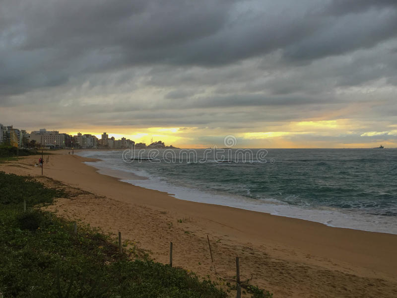Alvorecer, praia dos Cavaliers, Macae, RJ Brasil foto de stock