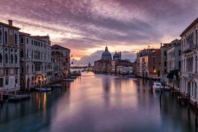 Alvorecer sobre a arquitetura da cidade de Veneza, Itália imagem de stock royalty free