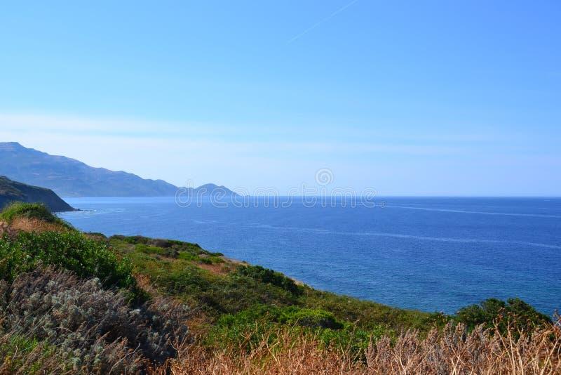 Alza de la costa costa imagen de archivo