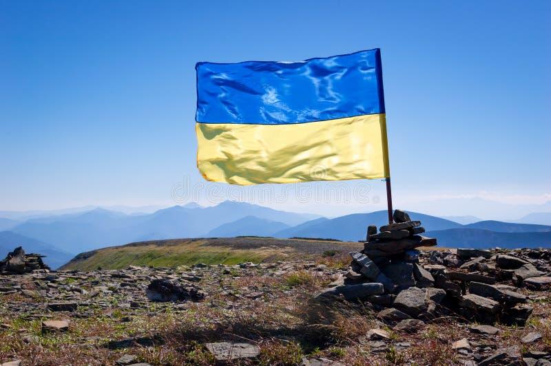 Alza de la montaña en los Cárpatos ucranianos imágenes de archivo libres de regalías