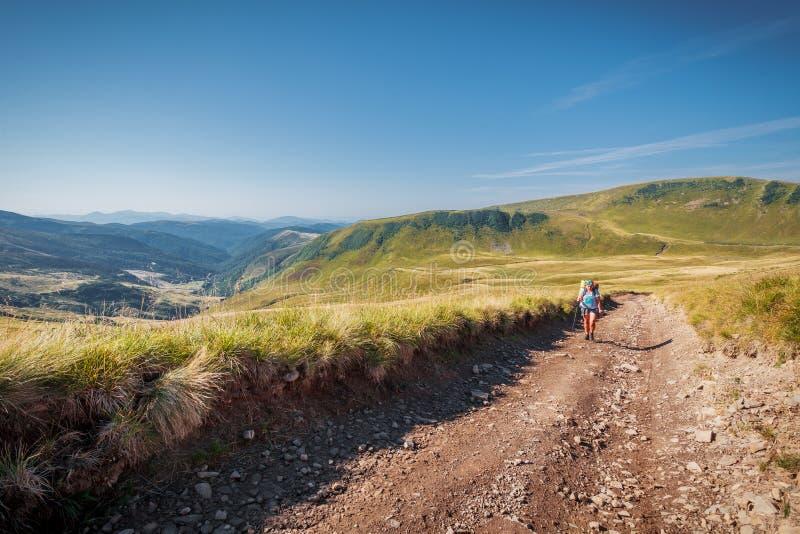 Alza de la trayectoria de la montaña fotografía de archivo libre de regalías