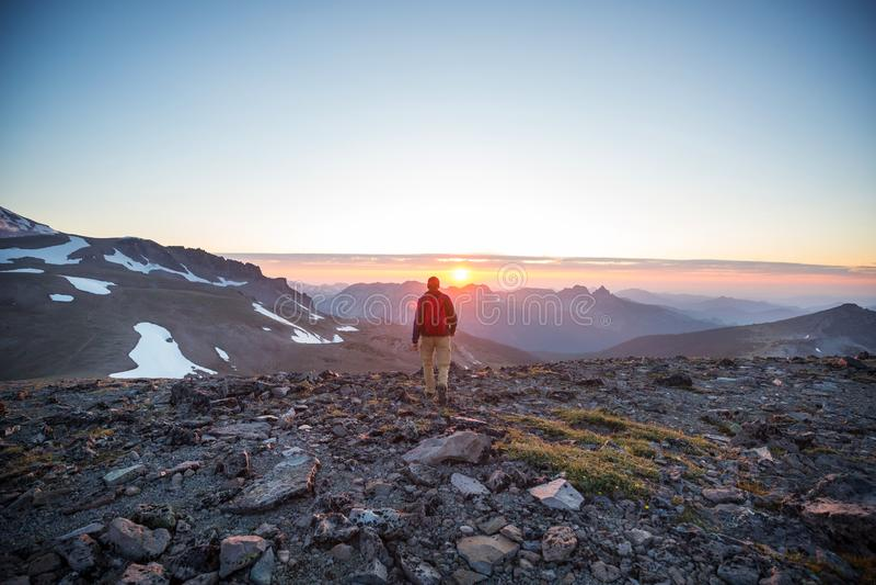 Alza en puesta del sol fotografía de archivo