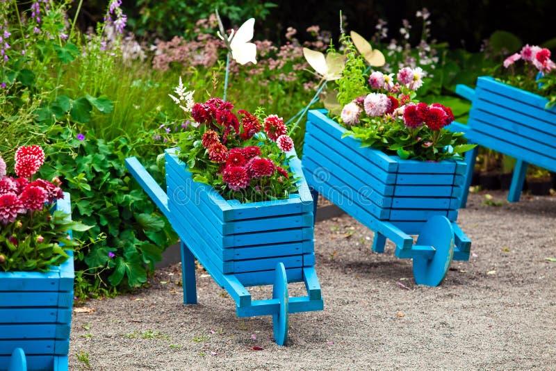 Download Aménagement D'éléments De Conception De Jardin Image stock - Image du home, handcart: 77163259