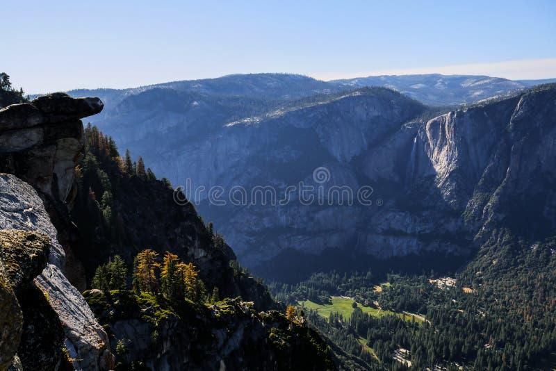 Aménagez en parc au point d'inspiration, parc national de Yosemite photographie stock