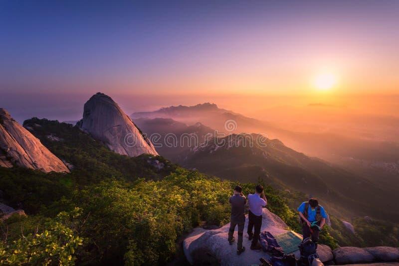 Aménagez en parc en Corée, lever de soleil aux montagnes de Bukhansan, Séoul, Sout photo libre de droits