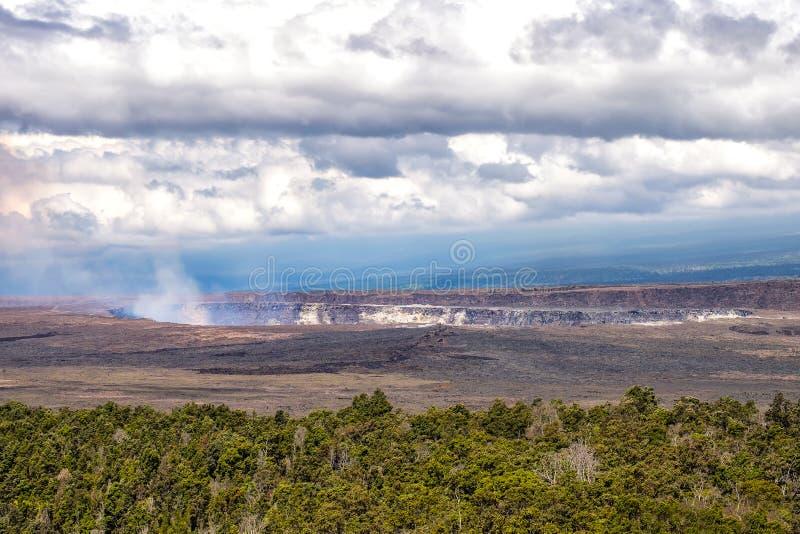 Aménagez la vue en parc du cratère de volcan de Kilauea, Hawaï photos libres de droits