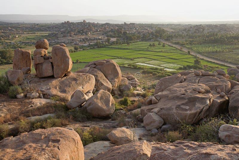 Aménagez la vue en parc du point de coucher du soleil chez Hampi, Karnataka photographie stock libre de droits