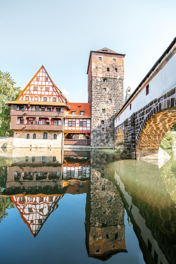 Aménagez la vue en parc sur la rive dans Nurnberg, Allemagne photographie stock