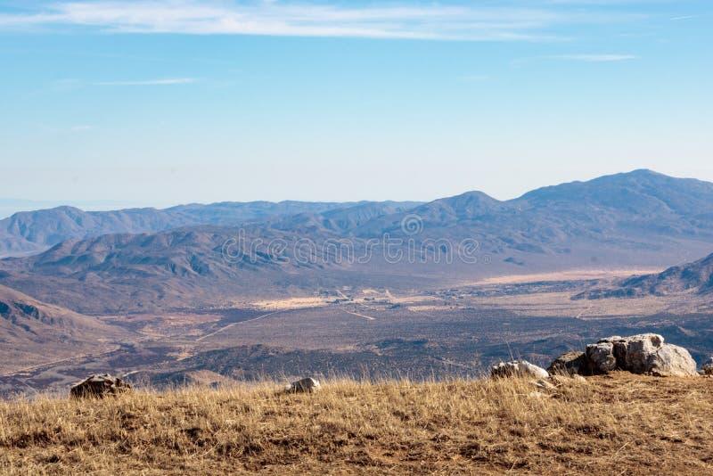 Aménagez le désert et les montagnes en parc de Mojave de négligence du point de vue de conserve de montagne de Volcan en Julian,  photographie stock