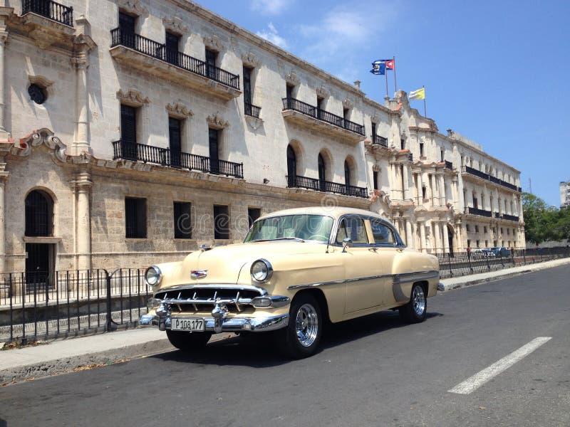 Américain classique Chevrolet à vieille La Havane, La Habana Vieja, Cuba, le 27 mai 2016 photos libres de droits