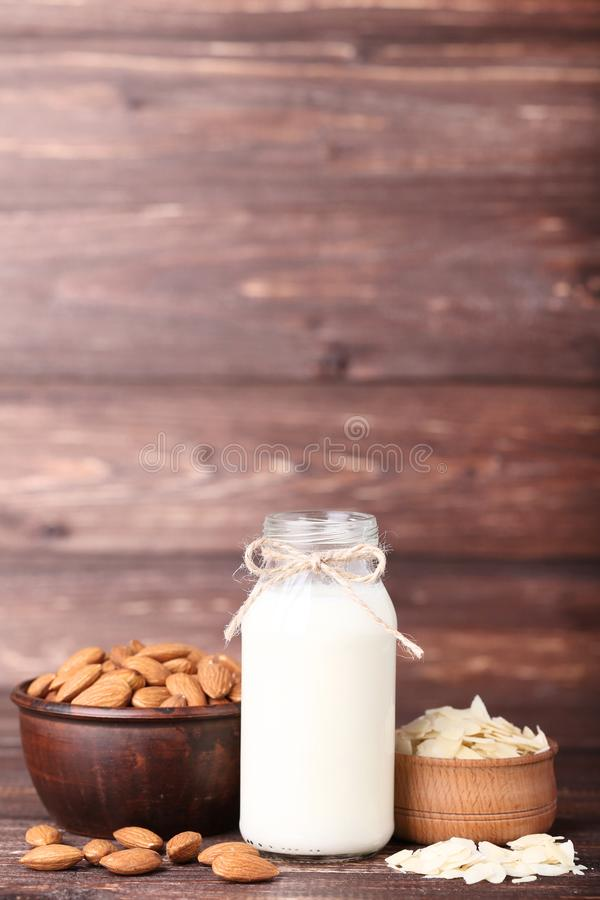 Amêndoa e leite na garrafa imagem de stock royalty free