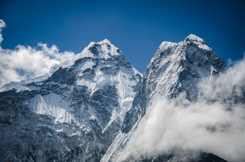 Красивый вид Ama Dablam от трека к Everset в Непале Гималаи стоковая фотография rf